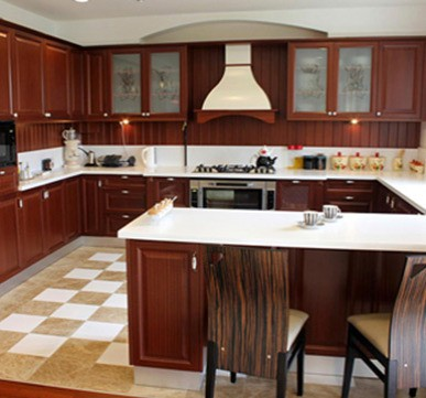 G-Shaped Modular Kitchen with Wooden Cabinets