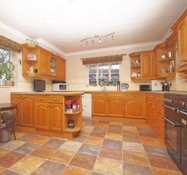 Wooden Straight Kitchen Cupboard