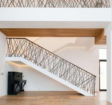 Iron zig-zag railing