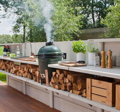 Outdoor kitchen design with stake up firewood