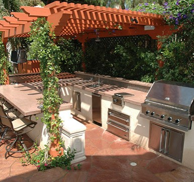 Outdoor Kitchen Design Surrounding With Greenery