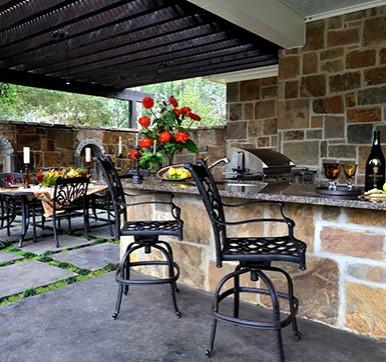 Well Planned Outdoor Kitchen Design