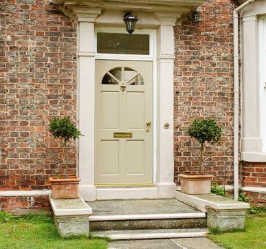 Beautiful glazed wooden Carolina style door design