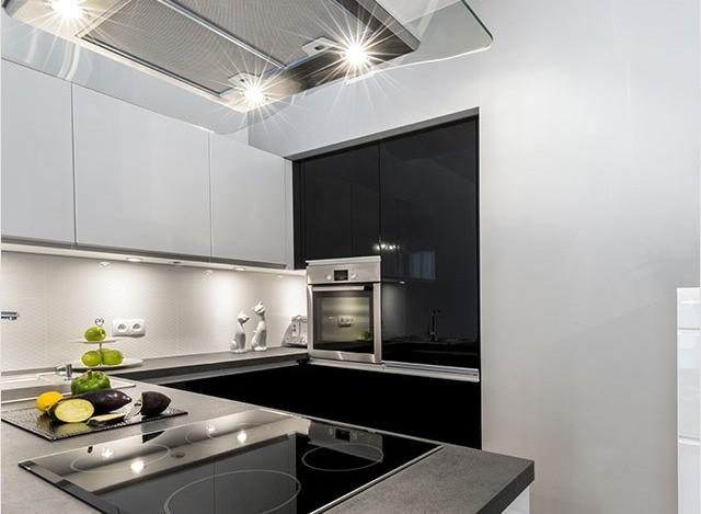 U Shaped Kitchen by Siravi Modular Kitchen